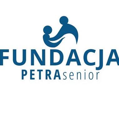 Logotyp Fundacji Petra Senior - niebieski napis na białym tle, nad napisem grafika dwóch postaci