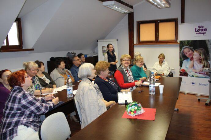 Na zdjęciu seniorzy podczas spotkania w siedzibie Centrum Inicjatyw Senioralnych.