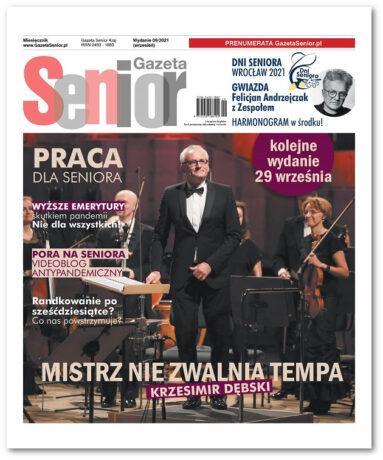 Grafika przedstawia pierwszą stronę wrześniowego numeru Gazety Senior. W prawym górnym rogu tytuł gazety, po lewej i prawej stronie tytuły wybranych artykułów. W tle zdjęcie kompozytora Krzesimira Dębskiego.
