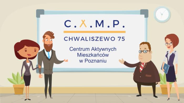 """Grafika przedstawia logotyp CAMP w Poznaniu: na białej tablicy napis """"CAMP Chwaliszewo 75, Centrum Aktywnych Mieszkańców w Poznaniu"""", który jest prezentowany przez dwie uśmiechnięte kobiety i dwóch mężczyzn."""
